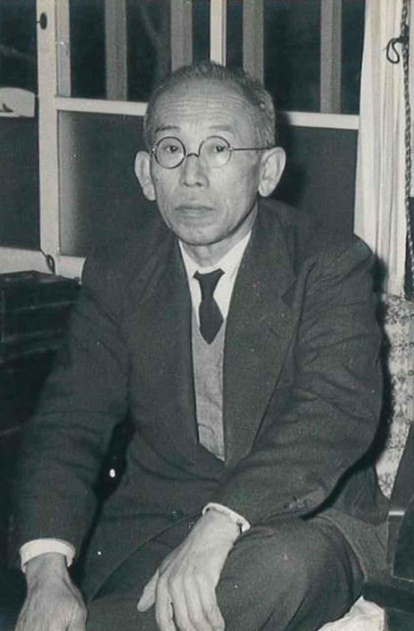 初代社長 岡 嘉一